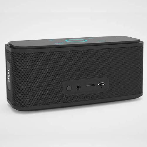 Auf der Rückseite der SoundBox befinden sich Powerknopf, microUSB-Port, microSD-Slot und 3,5 mm Klinkenanschluss