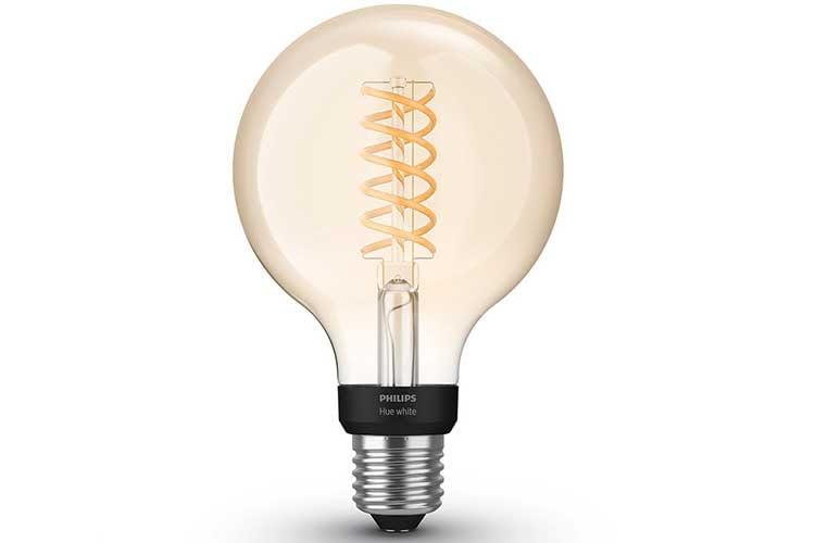 Ein optisches Highlight bietet die Philips Hue White Filament Leuchte in der Globe Variante