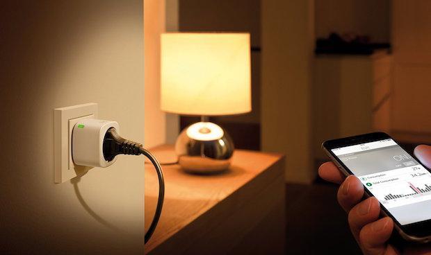 Eve Energy - Nachtansicht des kabellosen Stromsensors und Schalters