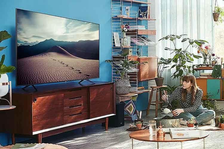 Der 75 Zoll TV Samsung TU8079 bietet einen guten Einstieg in die 75 Zoll Fernseherwelt