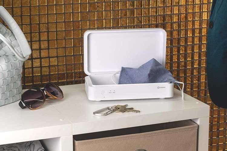 Der LEDVANCE UV-C Sterilisator lässt sich dank Akku auch im Auto oder auf Reisen mitnehmen