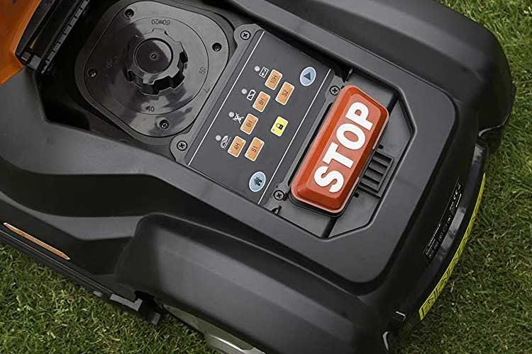 Yard Force SA500Eco - Die Programmierung erfolgt mit wenigen Tasten, die Schnitthöhe wird am Drehrad reguliert (oben links)