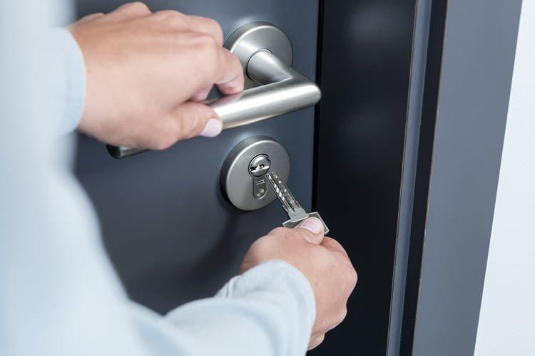 Hochwertige Türzylinder und Schlüssel sind leichtgängig in der Bedienung. Im Bild: ABUS Bravus Schließsystem
