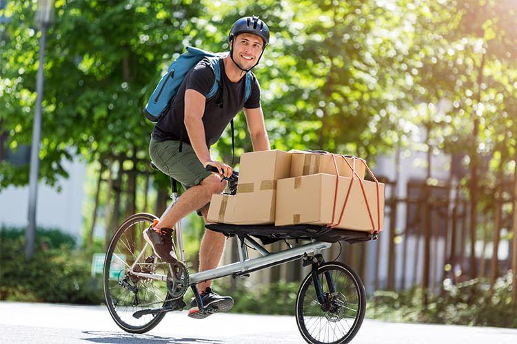 Lastenfahrräder eignen sich prima, um Pakete, Waren oder Einkäufe im innerstädtischen Verkehr zu transportieren