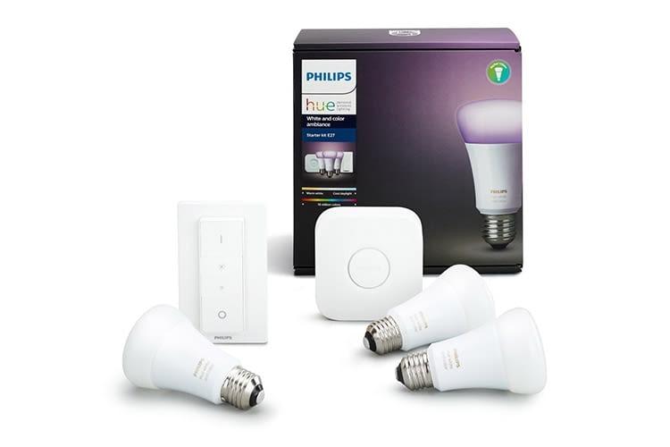 Das Philips Hue White und Color Ambiance Starter Set beinhaltet drei LED-Lampen, die Hue Bridge sowie einen mobilen Dimmschalter