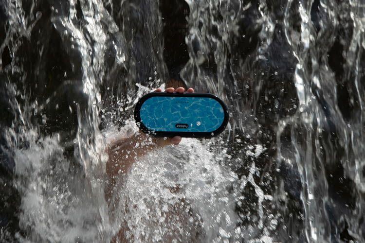 Ist wasserfest nach IPX7 und kann schwimmen: Zeppy Bluetooth-Lautsprecher