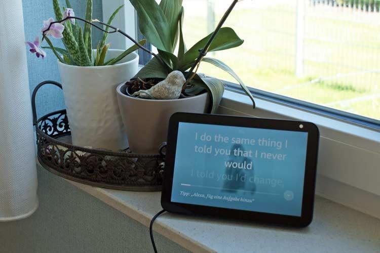 Bei Alexa Displays, wie Echo Show 8, werden während der Musikwiedergabe Songtexte eingeblendet