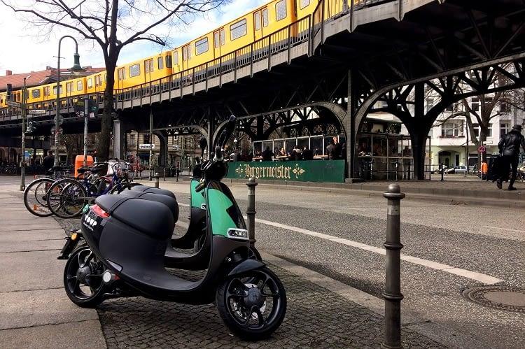 coup e scooter per app leihen in berlin und paris. Black Bedroom Furniture Sets. Home Design Ideas