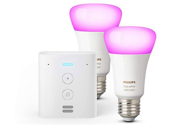 Herzstück unseres Smart Home Zimmers: Das Amazon Echo Flex Bundle mit zwei Philips Hue White & Color Lampen
