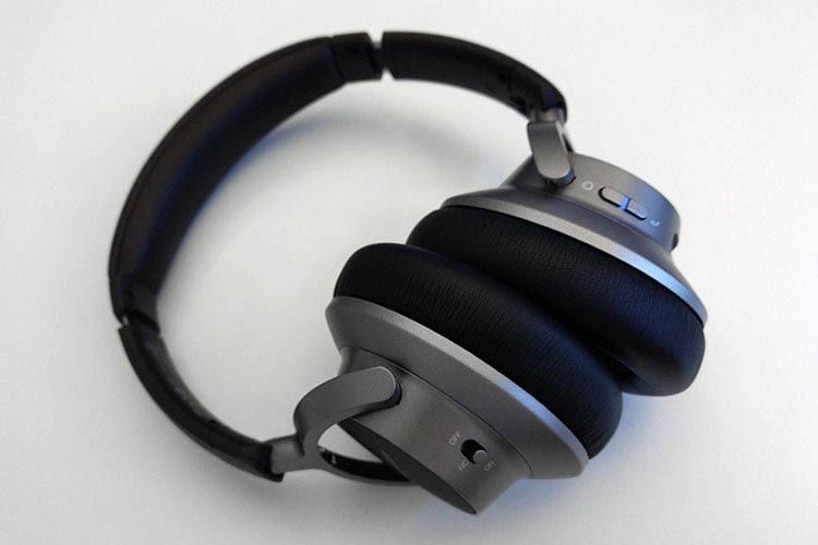 Dank der dicken Memory-Schaumpolsterung ist Anker Soundcore Space NC A3021 auch für Brillenträger geeignet