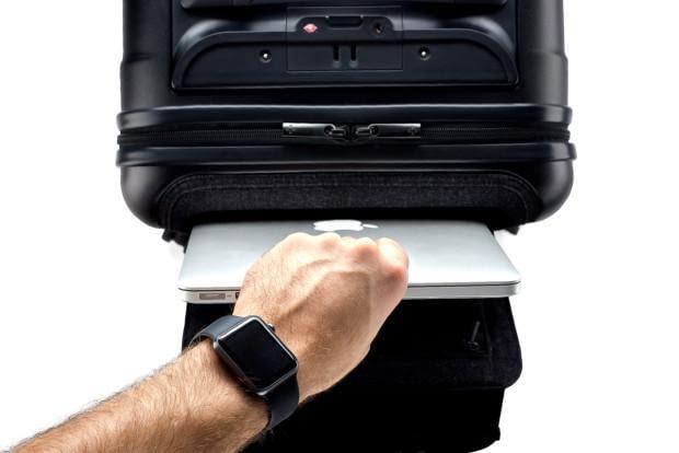 Der Koffer schützt persönliche Gegenstände und Daten per Funkschloss