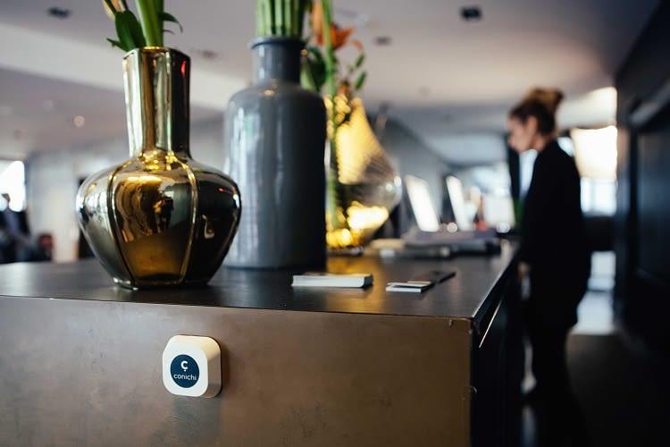 Ein Sensor erkennt die Gäste anhand ihres Smartphones