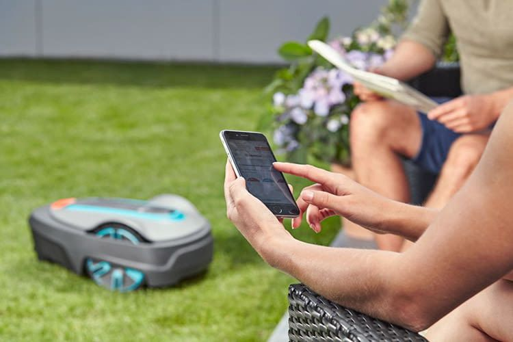Der GARDENA smart SILENO city Set lässt sich per Smartphone bedienen