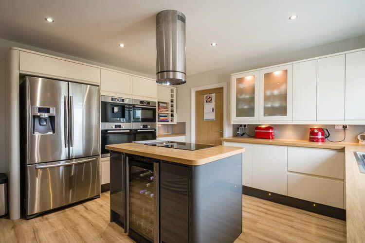 Besonders in der Küche ist die Sprachsteuerung von Lampen und Haushaltsgeräten praktisch