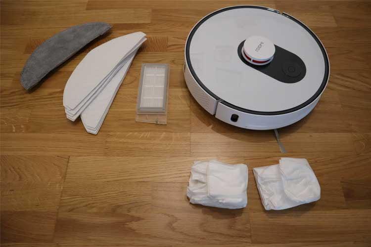 Das Zubehör von Roidmi EVE Plus kann sich sehen lassen: verschiedene Wischtücher, Wechselstaubbeutel und Ersatzfilter