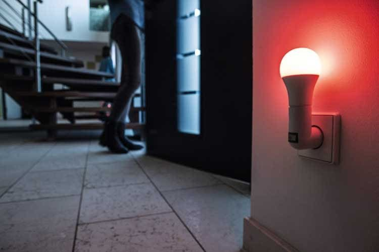 Die ABUS Z-Wave LED-Lampe lässt sich mit dem ABUS Nexello Sicherheitssystem verbinden und für die Alarmierung verwenden