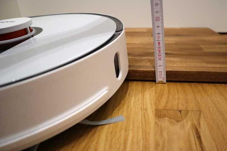Bis zu zwei Zentimeter stellen für gute Saugroboter keine Hürde dar und können von ihnen überwunden werden