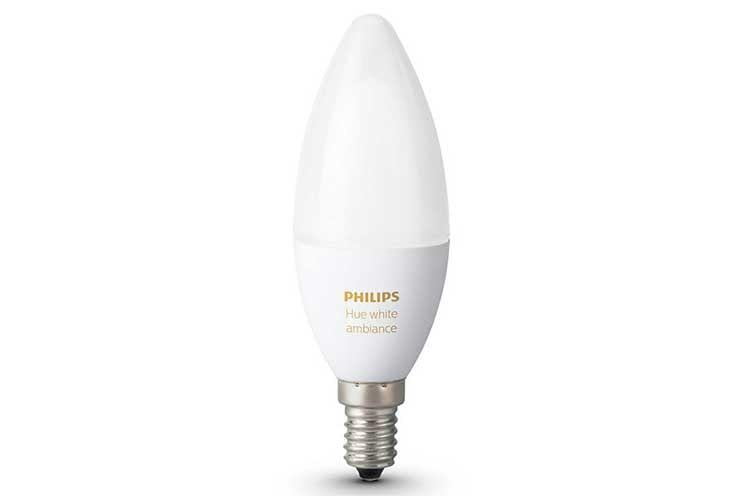 Die Philips Hue White Ambiance LED Leuchte für E14 Fassungen ist dank der Philips Hue Bridge einfach per App zu bedienen