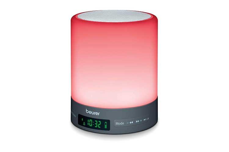 Der Beurer WL 50 Lichtwecker verfügt über einen integrierten Akku und lässt sich dank Bluetooth mit dem Smartphone verbinden