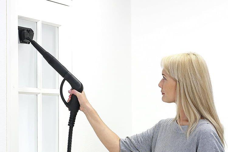 Für die Fensterreinigung wird ein spezieller Aufsatz mitgeliefert