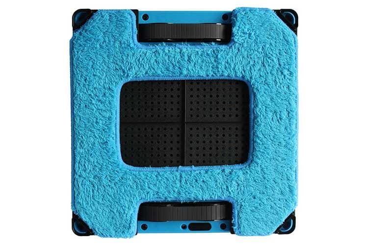 Die Unterseite des Fensterputzroboters Hobot 288 - oben und unten sind die Raupenketten aus Gummi erkennbar