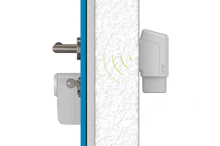 Der Fingerprint Türöffner ekey uno kommuniziert mit dem eqiva Bluetooth Türschlossantrieb