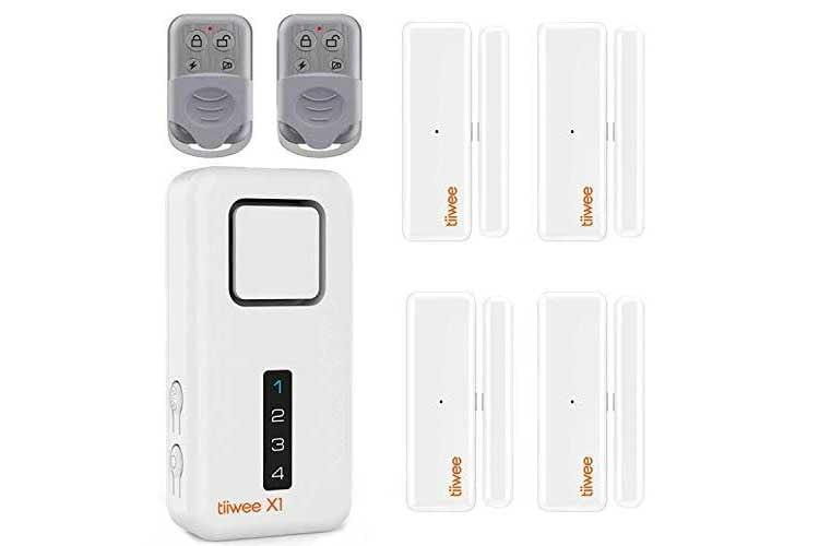 Das tiiwee Home Alarm System Kit X1 XL kommt mit zwei Fernbedienungen, X1 Sirene und vier Tür-/Fensterkontakten