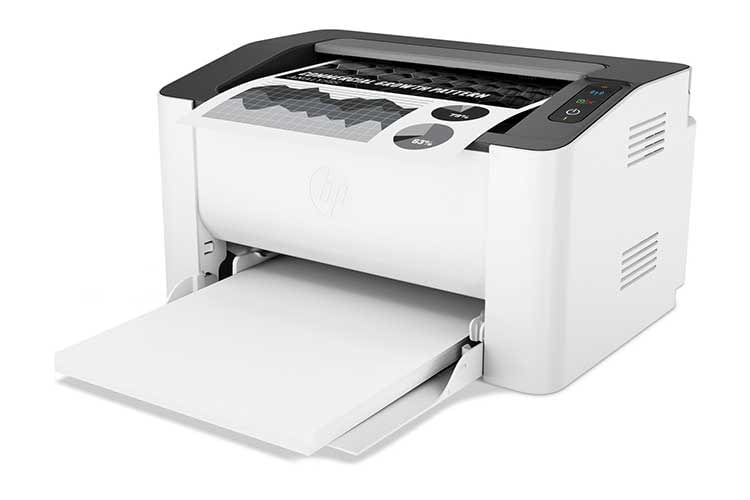Benötigt wenig Platz, dafür müssen Nutzer beim HP Laser 107w das Papierfach ausziehen