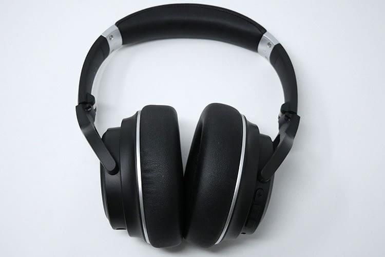 Der XFree Go Kopfhörer von Tribit bietet einen sehr hohen Tragekomfort und sitzt sehr bequem an den Ohren