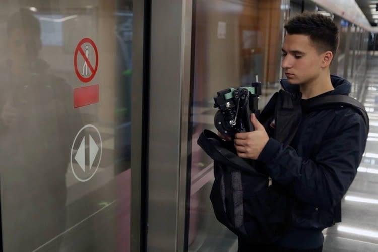Der smarte E-Scooter lässt sich platzsparend zusammenklappen