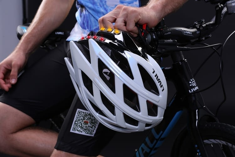 Die LIVALL Fahrradhelme sind in vielen sportlichen Designs erhältlich