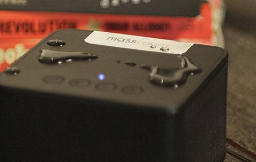 Der raD Wireless Speaker verträgt Spritzwasser @Mass Fidelity