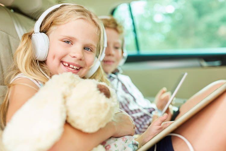 Auch für Kinder gibt es spannende Hörbücher, die ihnen z.B. lange Autofahrten versüßen