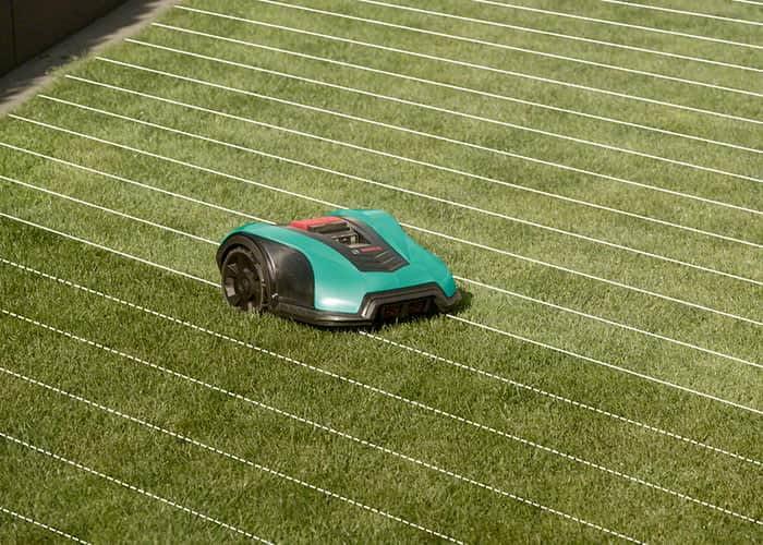 Der Bosch Indego 350 zieht gleichmäßige Mähbahnen