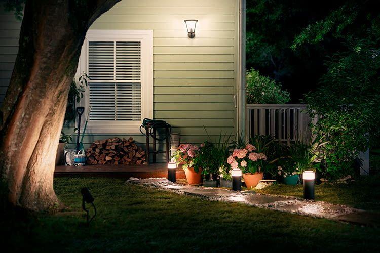Eine Feenstraße? Nein, es ist die Philips Hue Ambiance Calla Outdoor-Lampe