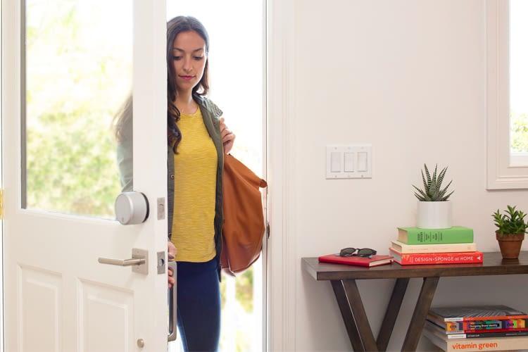 Das August Smart Lock öffnet auf Zuruf die Tür