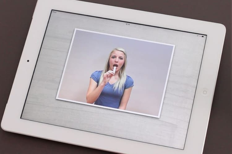 Mit Silbenspielen, Buchstabenzeichnen und Videos sorgt Li La Lolle für Abwechslung