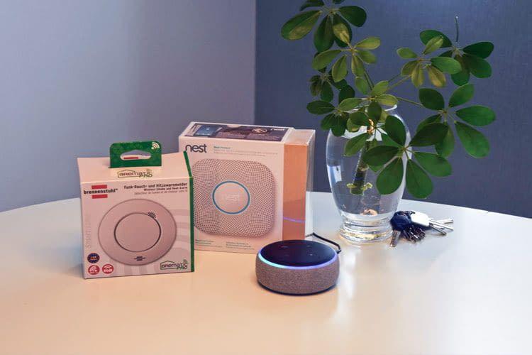 Ein Smart Speaker (hier: Echo Dot 3) kann z.B. automatisch mit Rauchmeldern kommunizieren