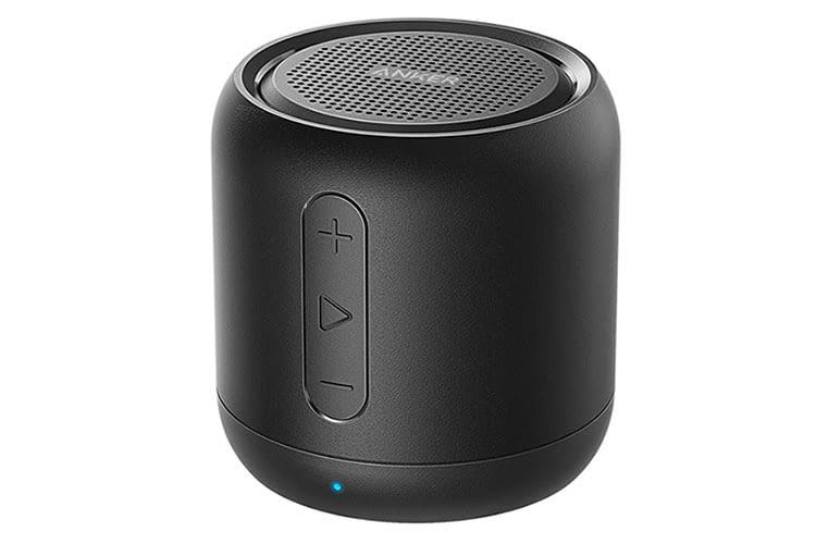 Anker SoundCore Mini bietet viele Anschlüsse und ein integriertes FM-Radio