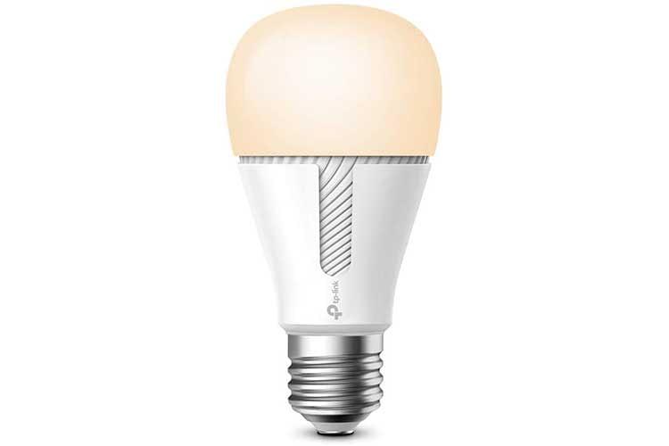 Die smarte WLAN Leuchte KL110 leuchtet in einem dimmbaren warmweißen Licht