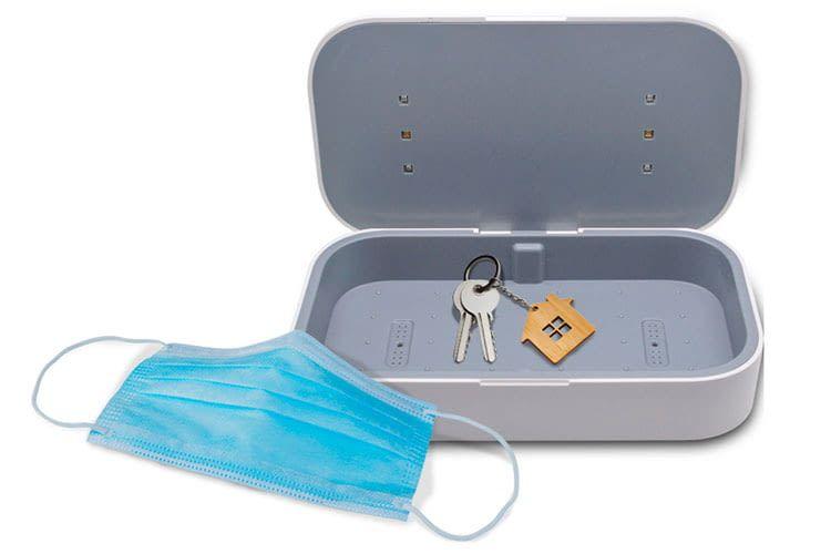 Der VIVERSIS UV-Sterilisator verfügt am Boden über Öffnungen für Parfüm, so dass sich Gegenstände aromatisieren lassen