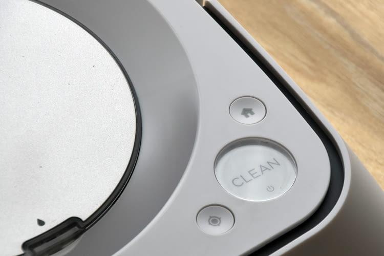 Eine große Clean-Taste erleichtert auch Menschen mit Sehbeinträchtigungen die Nutzung