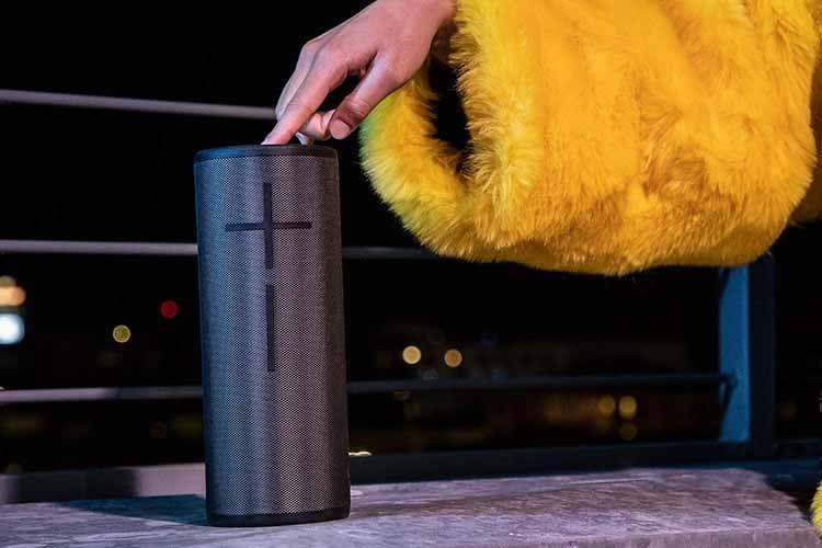 Mehrere Ultimate Ears Bluetooth-Lautsprecher lassen sich koppeln und somit eine ganze Outdoor-Party beschallen