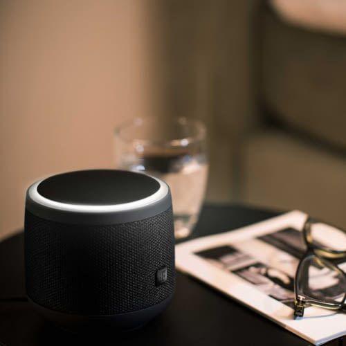 Ganze vier Sprachassistenten könnte der Magenta-Lautsprecher vereinen