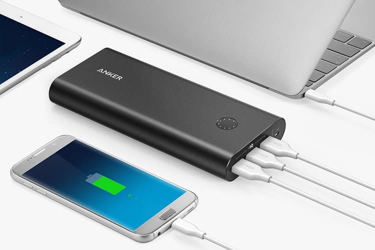 Bis zu drei Geräte gleichzeitig via Powerbank mit Strom versorgen: Anker PowerCore+ 26800 macht es möglich