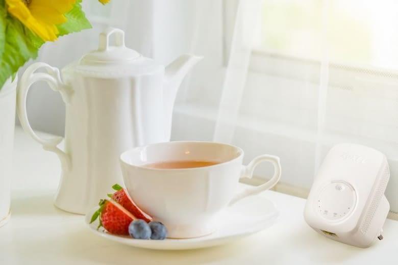 Der Zyxel WLAN Repeater braucht weniger Platz als eine Kaffeetasse