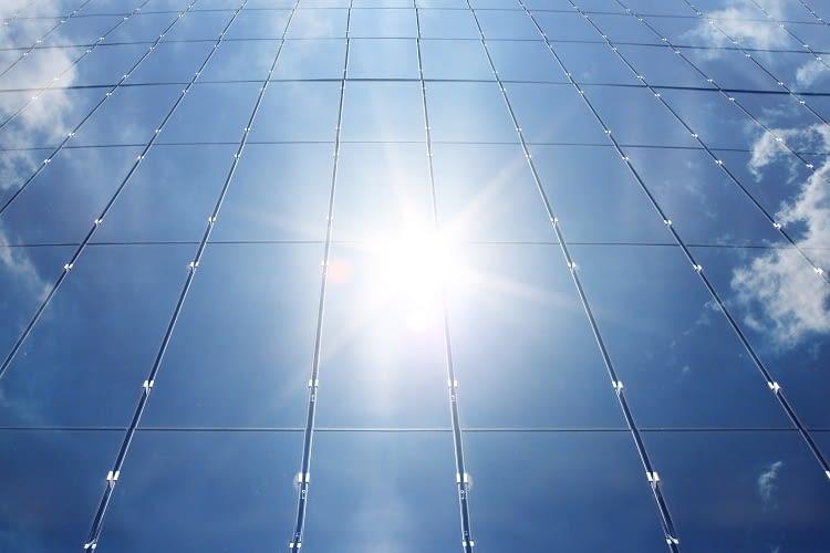Viele einzelne Solarzellen ergeben ein Solarmodul - und diese dann die Solaranlage