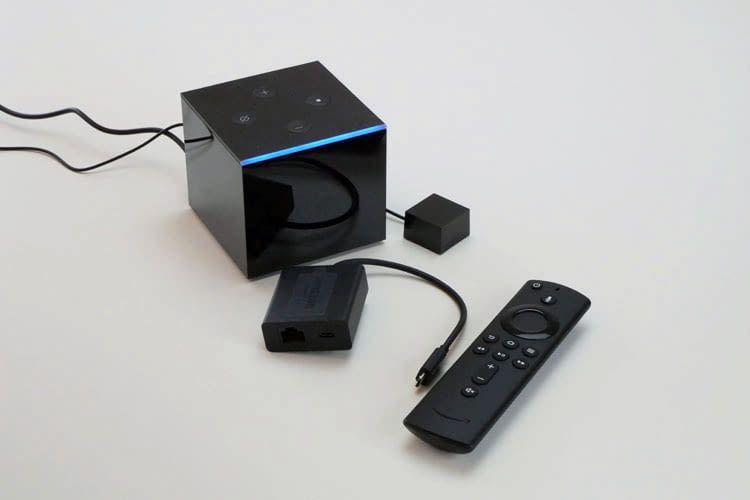 Alles was für exzellentes 4K Videostreaming mit HDR nötig ist: Fire TV Cube, Fernbedienung, Infrarot-Einheit und LAN-Adapter