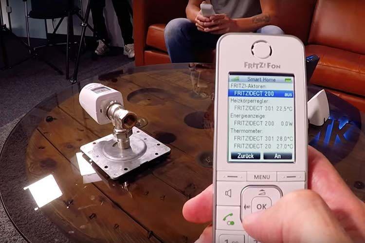 Per DECT-Telefon FRITZ!Fon C6 lassen sich AVM Smart Home-Geräte steuern, die in einer FRITZ!Box eingebunden sind
