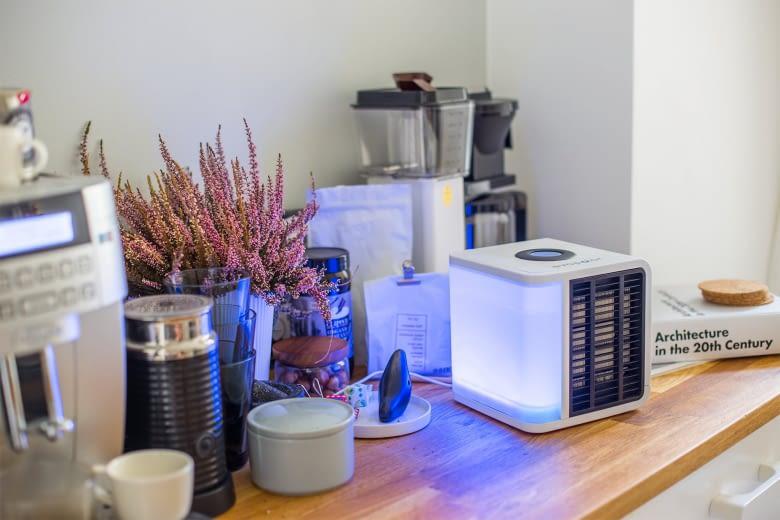 Evapolar reinigt die Luft im stickigen Büro oder der verruchten Küche